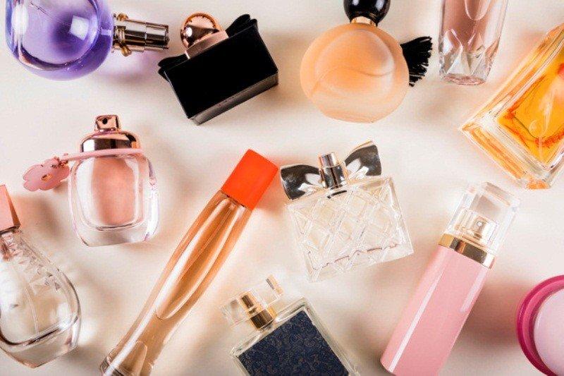 Mejores marcas de perfumes con aromas juveniles para mujeres